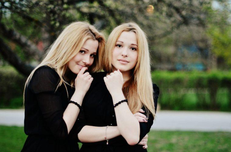 Один Парень На Двоих Сестренок