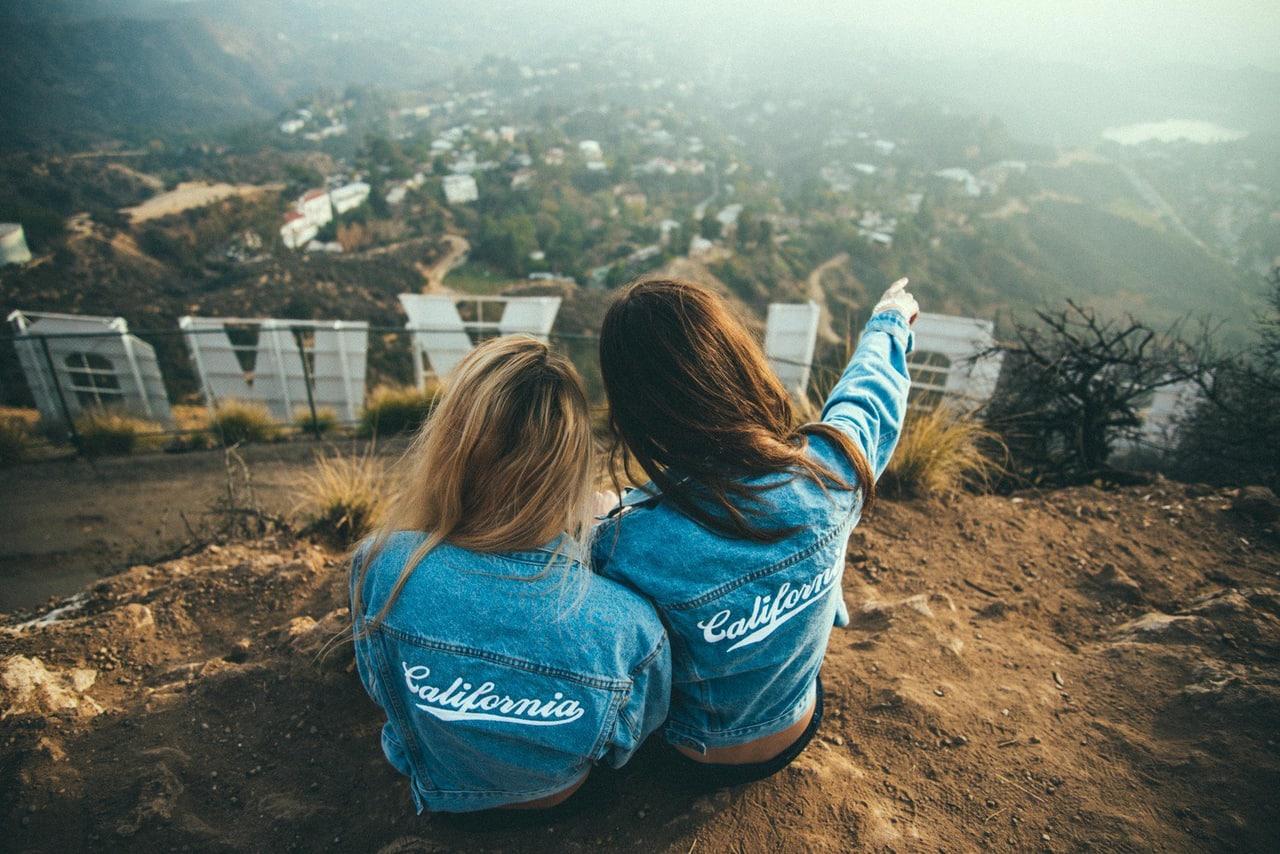 Интересные цитаты к фото с подругой
