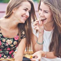 Крылатые фразы про подругу (200 фраз)